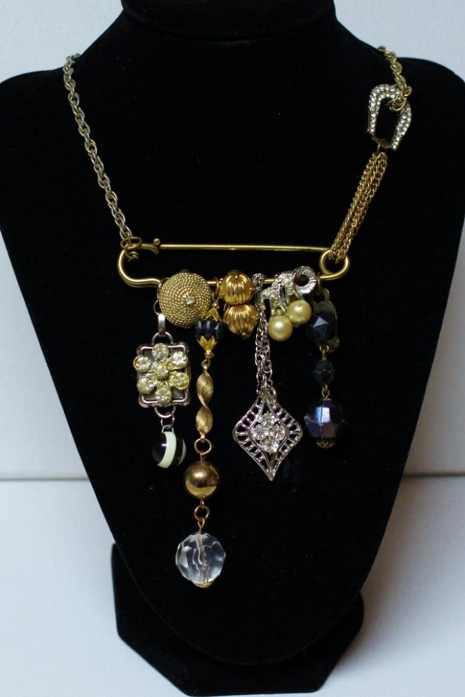 junque necklace 1  (683x1024)