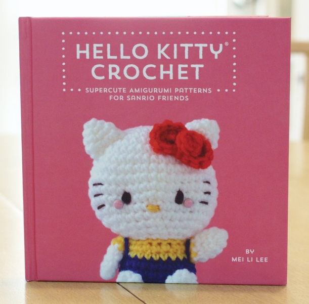 hello kitty book_quirk_book review_mei li lee_crochet_pattern_hello kitty crochet patterns_tami sanders - cover (1280x1261)