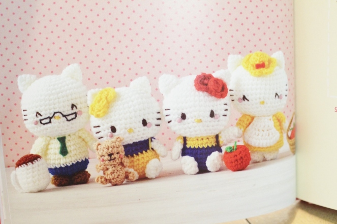 hello kitty book_quirk_book review_mei li lee_crochet_pattern_hello kitty crochet patterns_tami sanders  - hk (1280x853)
