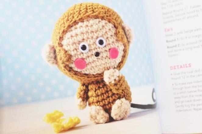 hello kitty book_quirk_book review_mei li lee_crochet_pattern_hello kitty crochet patterns_tami sanders - monkey (1280x853)