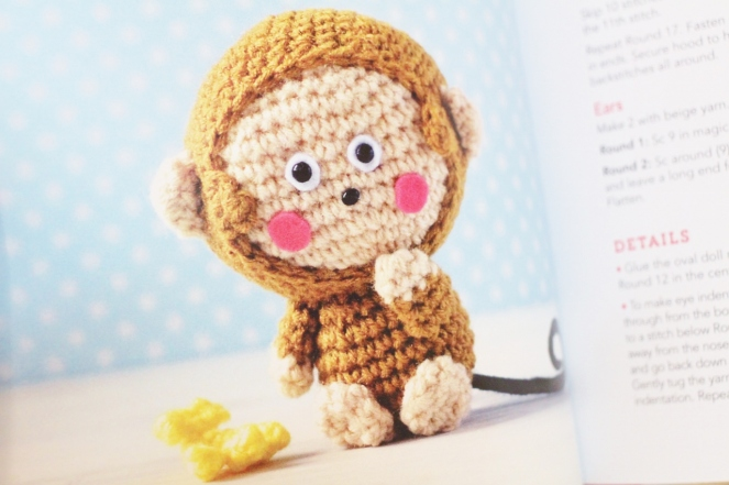 hello kitty book_quirk_book review_mei li lee_crochet_pattern_hello kitty crochet patterns_tami sanders - monkey (1280x853)